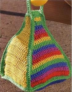 Цветная вязаная сумка