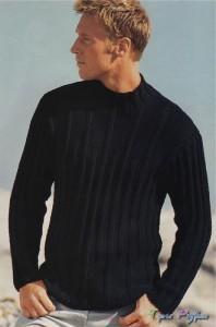 Черный мужской пуловер.