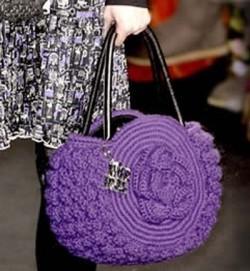 Фиолетовая вязаная сумка с розой