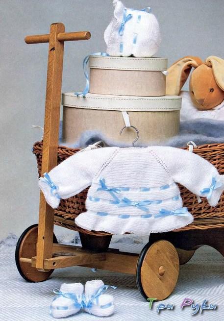 Вязаные пинетки, шапочка и кофточка для малыша