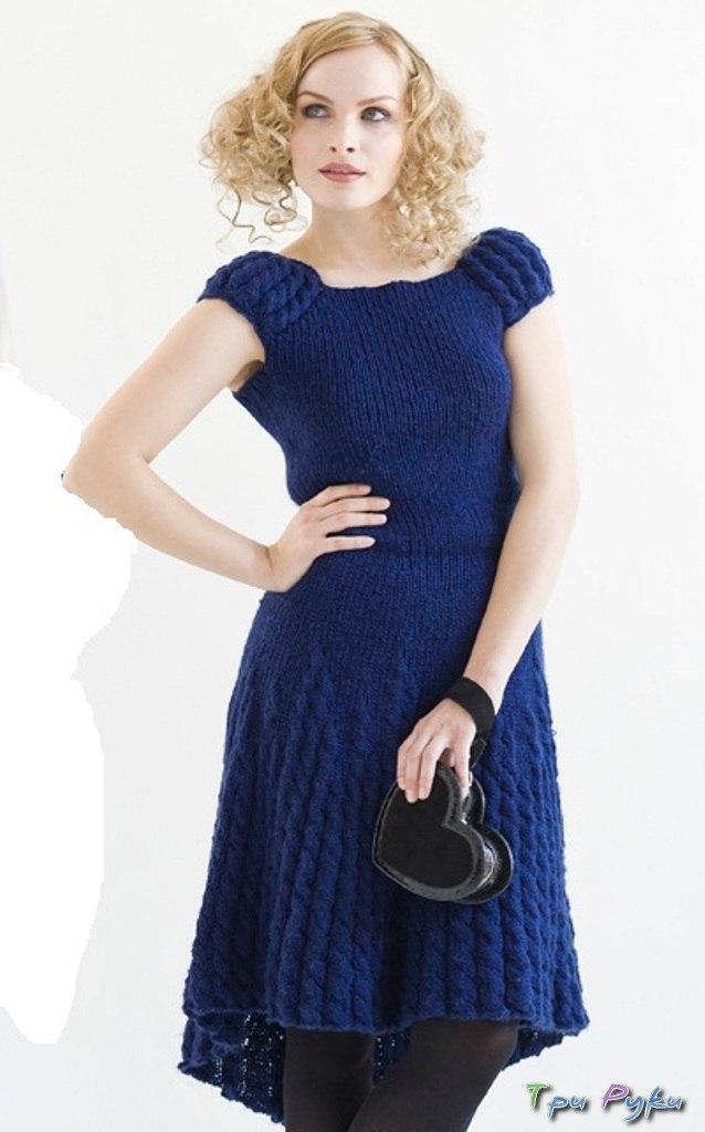 Синее платье с косами