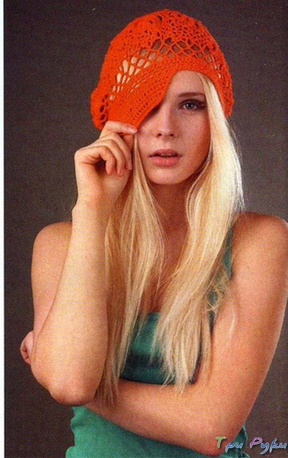 Оранжевое кепи с узором из листьев
