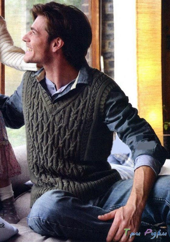 Мужская безрукавка связана спицами