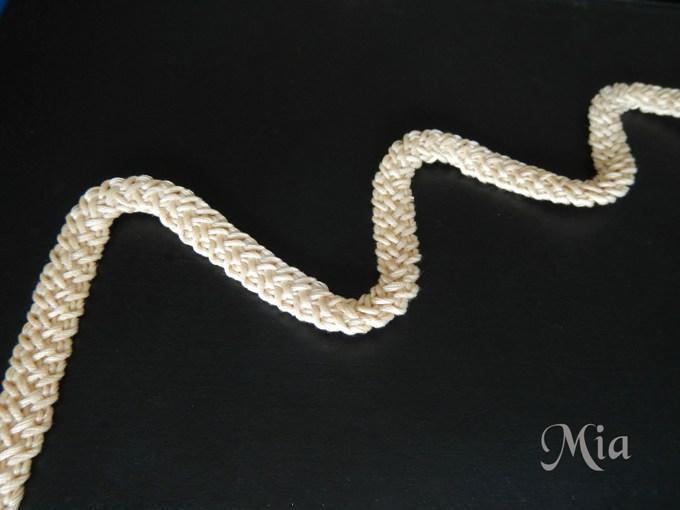Итог вязаного шнурка крючком