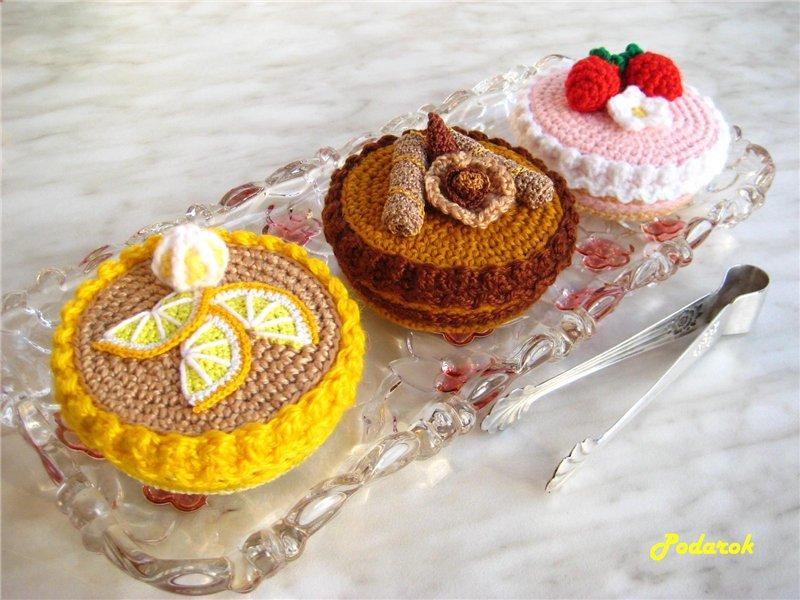 Knitted-cake-box-1.jpg
