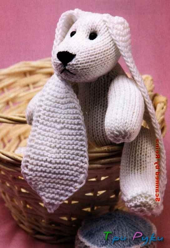 Белый вязаный кролик