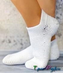 Белые вязаные носочки