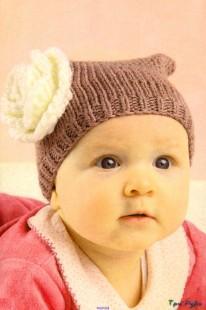 Вязаная шапочка с розочкой