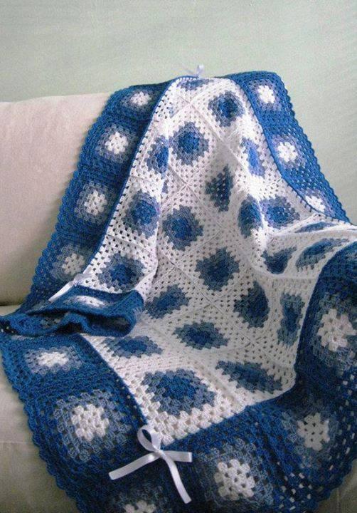 Голубой плед из бабушкина квадрата