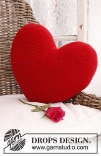 Вязаное сердце подушка