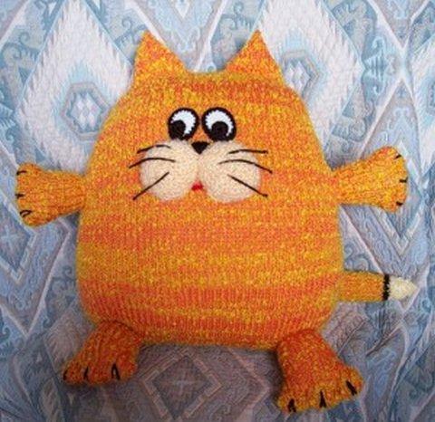 Вязаный кот-подушка