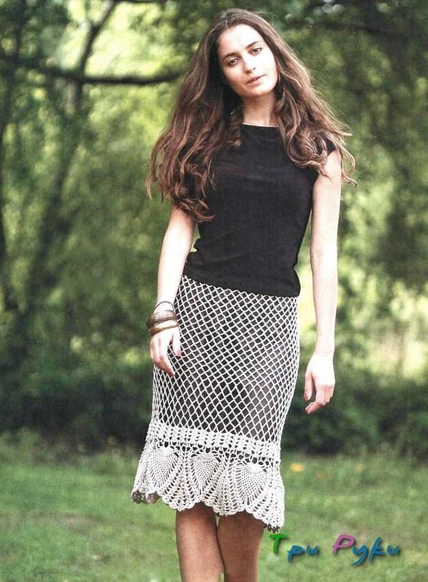 Красивая юбка с подкладом связана крючком.
