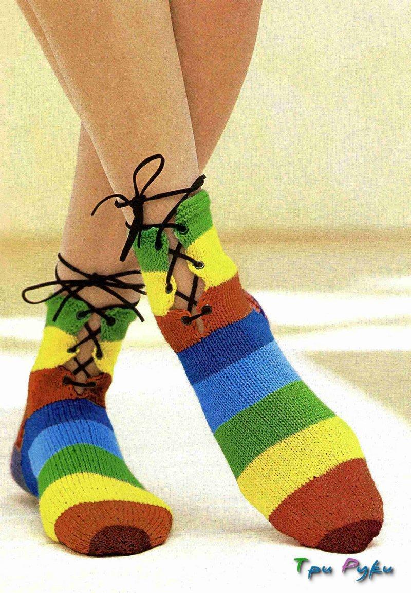Вязаные носки в полоску со шнуровкой