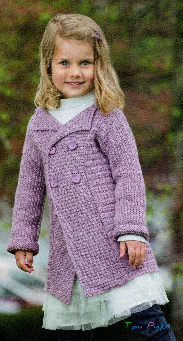 Двубородое пальто вязаное спицами для девочки