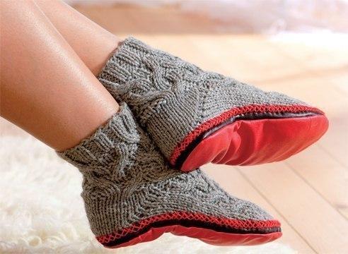 Модные вязаные тапки-носки